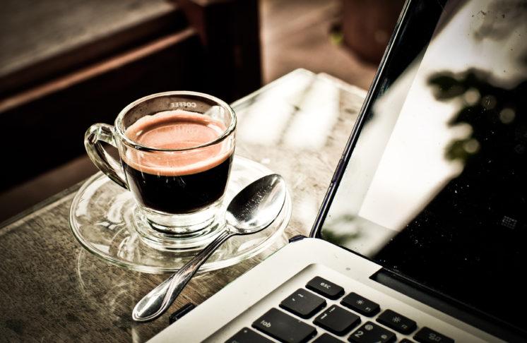 Kawa do biura – idealny prezent dla pracowników!