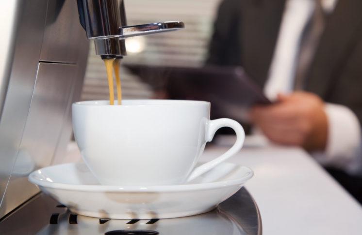 Automatyczny czy kolbowy – jaki ekspres do kawy wybrać?
