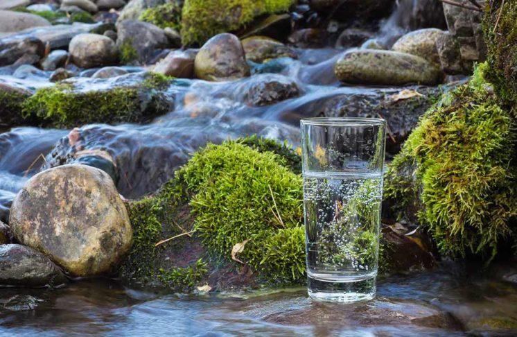 Woda – jak czytać etykiety