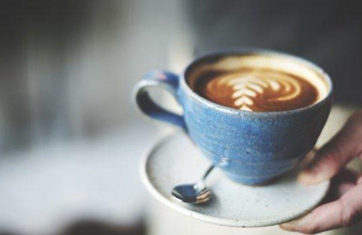Wzorki na kawie – możesz zrobić je sam!
