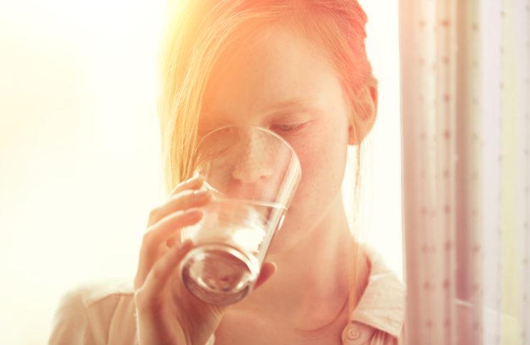 Woda gazowana w ciąży – czyli co powinna pić przyszła mama?