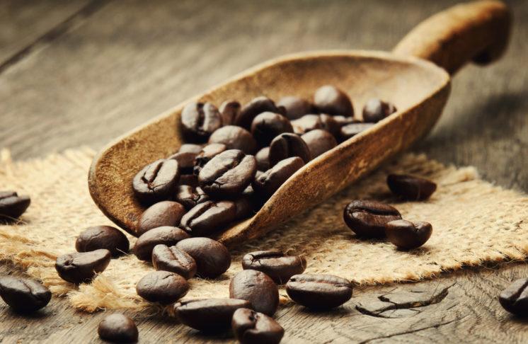 Świeżo palona kawa ziarnista – bogactwo smaku i energii