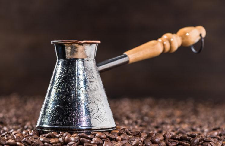 Kawa po turecku – jak ją parzyć we właściwy sposób?