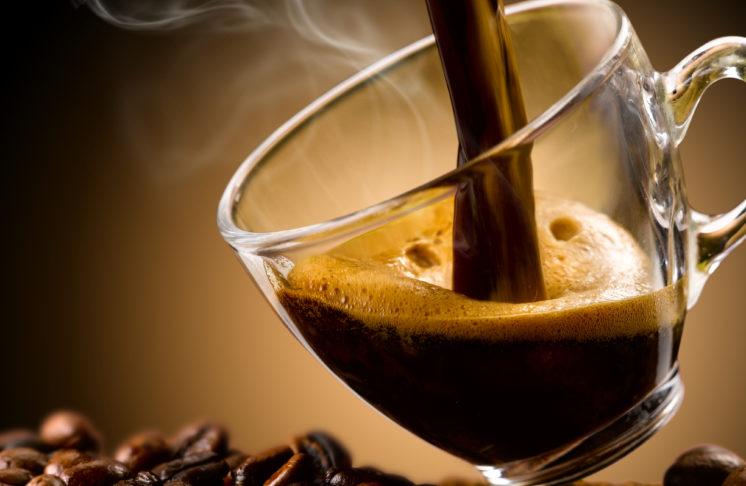 Kawa bezkofeinowa – rozpuszczalna czy ziarnista? Czy jest zdrowa?